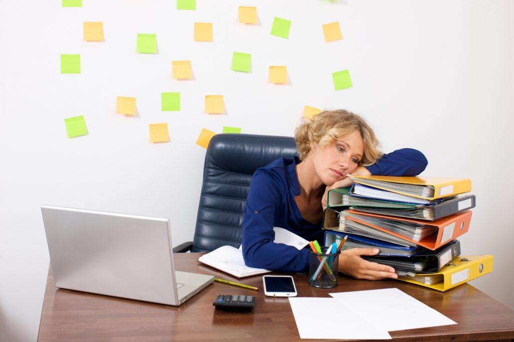 働く事に疲れる女性